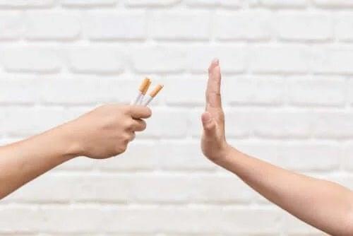 Persoană care refuză țigările