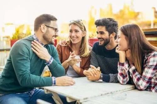 Prieteni care socializează