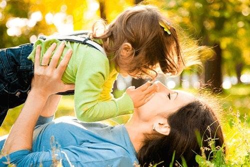 Putem învăța de la copiii mici iubirea necondiționată