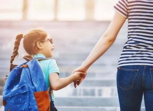 Schimbarea școlii la copii: cum îi ajuți