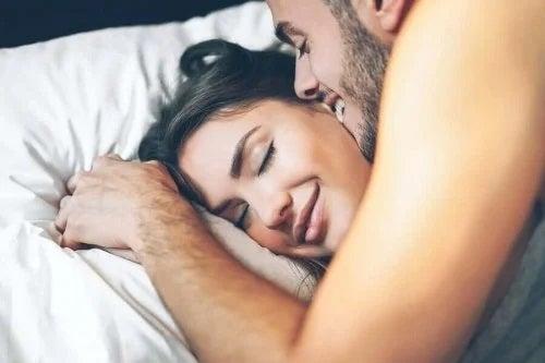 Sexul de dimineață: avantaje și sfaturi