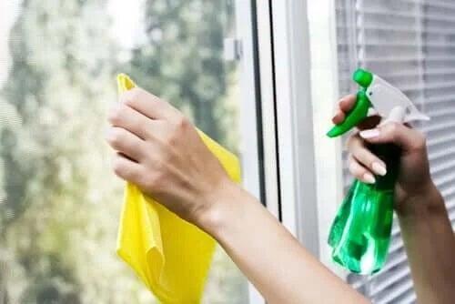 Soluții de curățare ecologice pentru geamuri