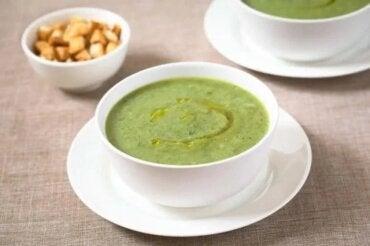 Supă de dovlecei și usturoi pentru imunitate