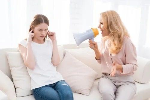 5 moduri în care țipatul la copii îi rănește