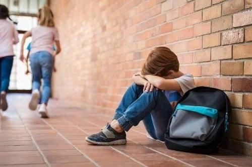 Anxietatea socială la copii: cum să-i ajuți