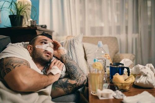 Bărbat afectat de perforarea septului nazal