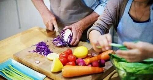 Beneficiile gătitului în cuplu pentru sănătate