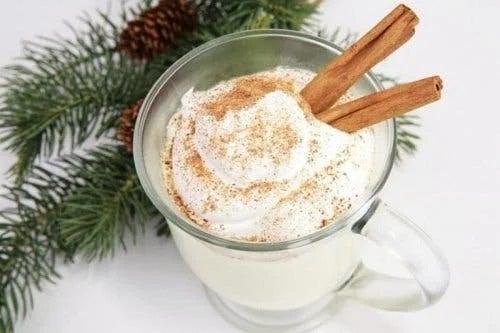 Cană cu băutură de Crăciun