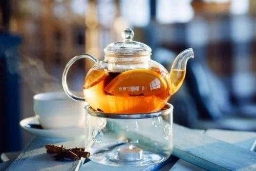 Ceainici cu ceai de coji de portocală