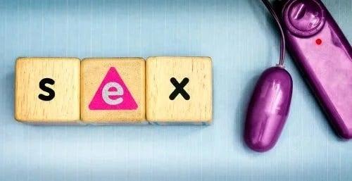 Cuburi pe care scrie sex