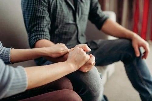 Cuplu care poartă o conversație importantă