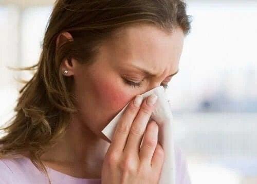 Femeie care are gripă