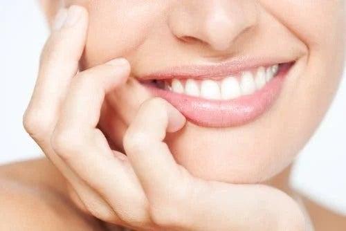 Femeie cu zâmbet impecabil