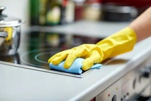 Lucruri pe care nu le cureți suficient în bucătărie