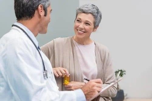 Medic ce explică cum evoluează osteoporoza după menopauză
