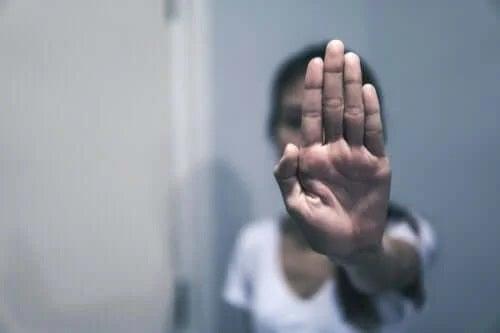 Persoană care respinge abuzul