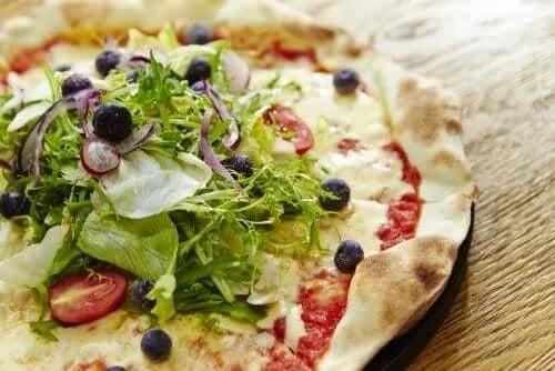 Pizza cu verdețuri