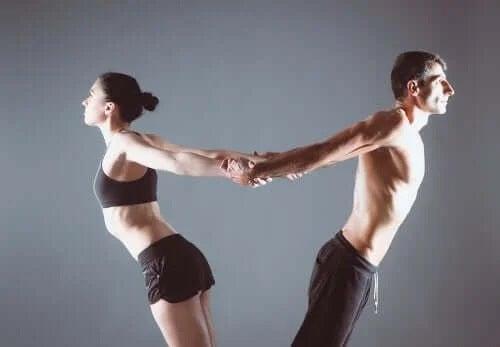 Poziție de yoga pentru cupluri