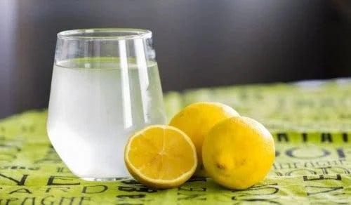 Remedii naturale pentru indigestie cu lămâie