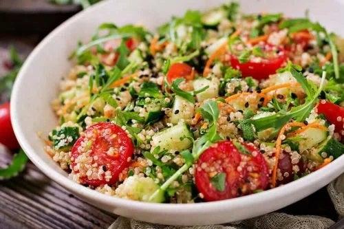 Rețete de salată cu quinoa delicioase