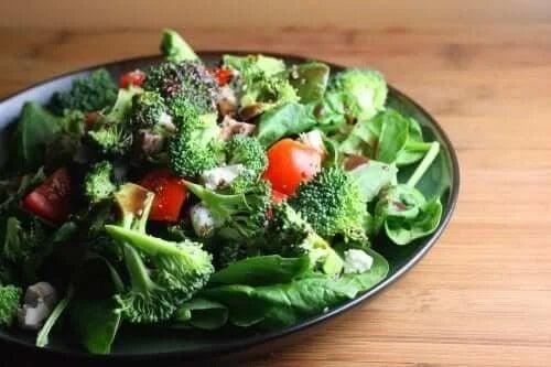Salată de legume crude