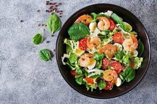 Salate de avocado cu creveți