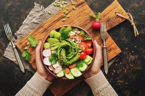 5 salate de avocado pe care trebuie să le încerci