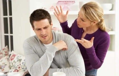 Semnele abuzului verbal în cuplu