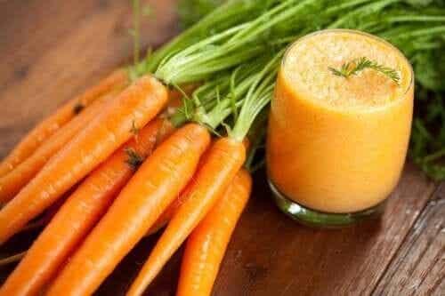 Smoothie de morcovi: beneficii și rețetă