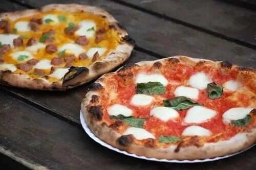 Sortimente diferite de pizza