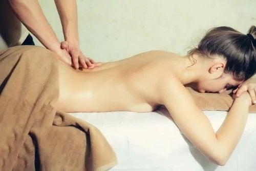 4 tipuri de masaj erotic