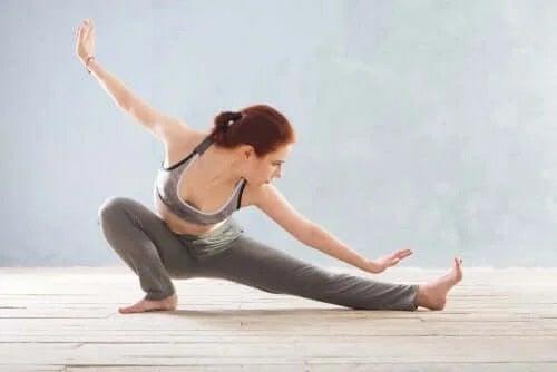 Yoga pe lista de terapii pentru ameliorarea fibromialgiei