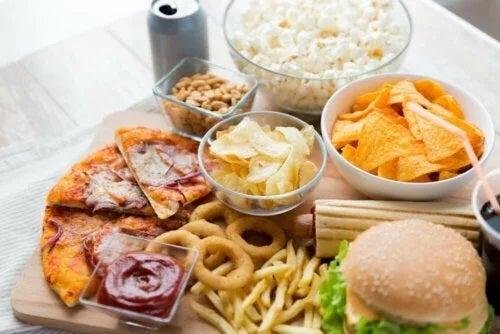 Alimente pe care să le eviți în timpul menstruației
