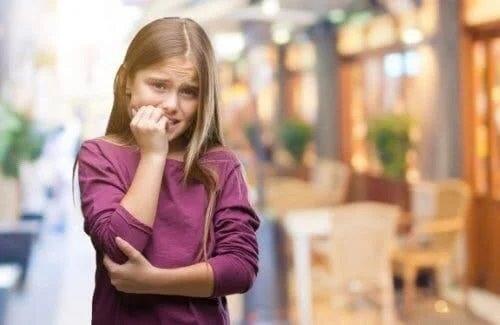Copiii care își rod unghiile de teamă