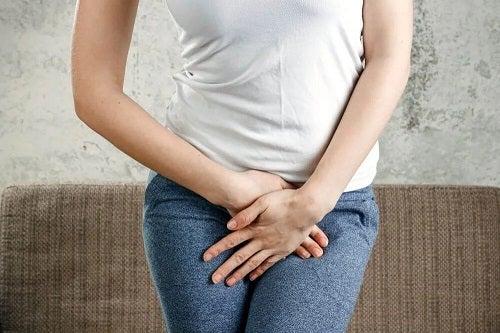 Femeie cu dureri vaginale