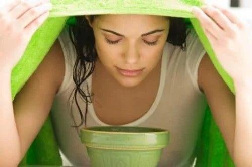 Femeie care face inhalații
