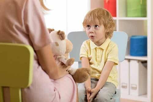 Întârzierile de limbaj la copii: tipuri, simptome și cauze