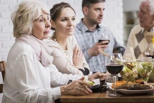 Cum să te înțelegi cu socrii la reuniuni
