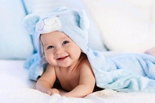 Materiale bune pentru hainele bebelușilor
