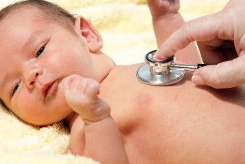 Medic ce consultă un copil cu crusta de lapte