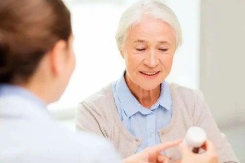Medic ce prescrie tratamente pentru diareea provocată de antibiotice