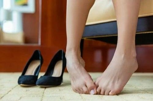 Picioarele care miros urât: ce poți face?