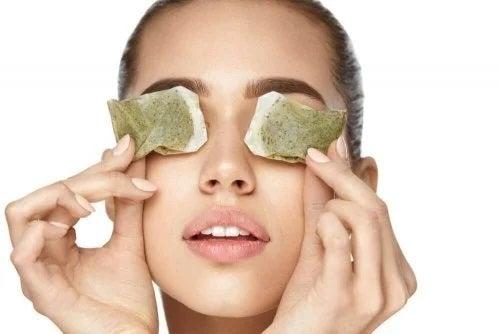 Remedii pentru durerea de ochi cu pliculețe de ceai