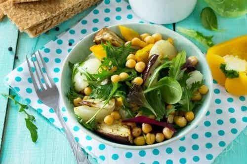 Rețetă de salată de năut și vinete