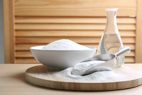 Soluție utilă pentru a curăța perdelele de baie