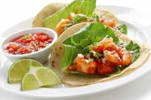 Cum să pregătești tacos cu creveți: 3 rețete