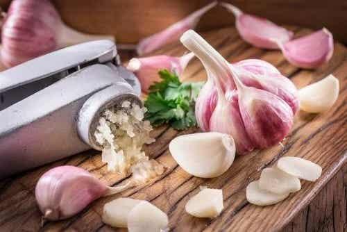 3 remedii cu usturoi pentru colesterol ridicat