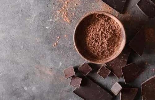4 deserturi sănătoase cu ciocolată