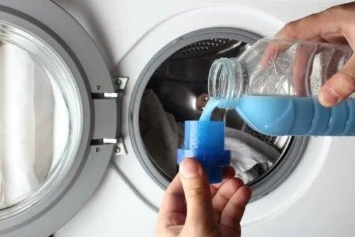 Curățareagecilor din piele cu detergent