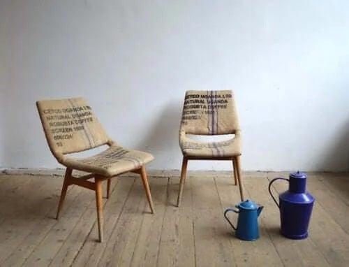 Decorațiuni cu iută pentru scaune